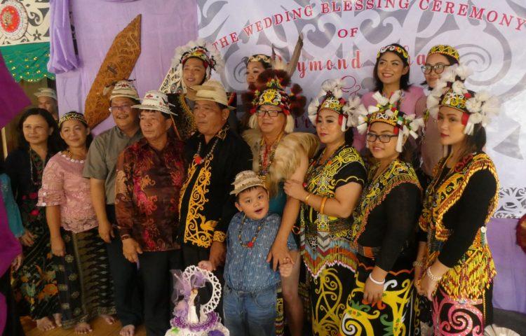 Bornéo 3/3: partager un mariage traditionnel dans une maison longue avec le peuple Kayan